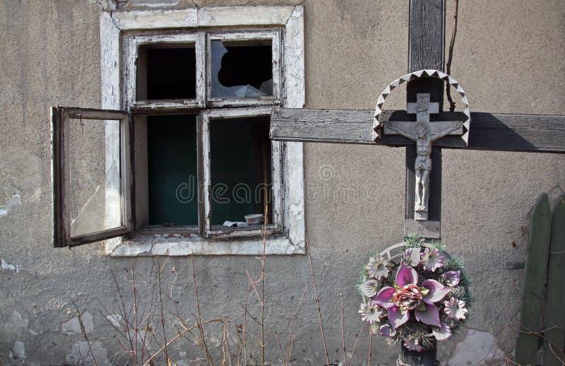 与在十字架上钉死的木十字架 库存照片