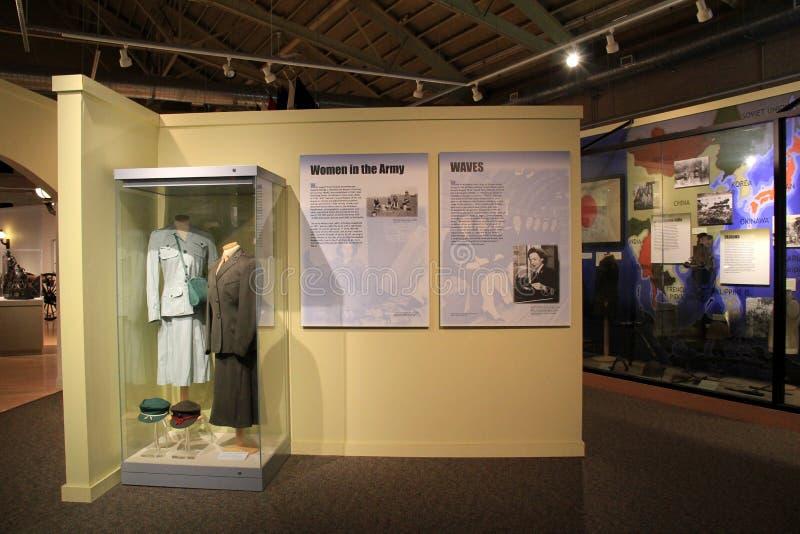与在战争穿的妇女的制服的显示,军事博物馆,萨拉托加斯普林斯,纽约期间, 2014年 库存图片