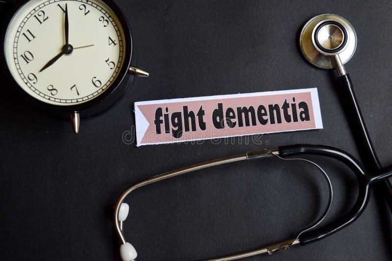 与在本文的老年痴呆战斗与医疗保健概念启发 闹钟,黑听诊器 免版税库存照片