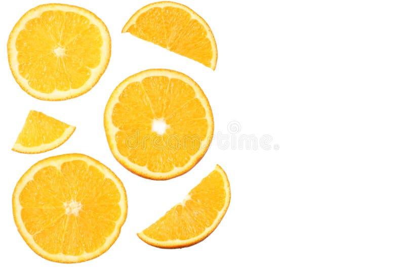 与在白色背景隔绝的切片的桔子 健康的食物 顶视图 免版税库存图片