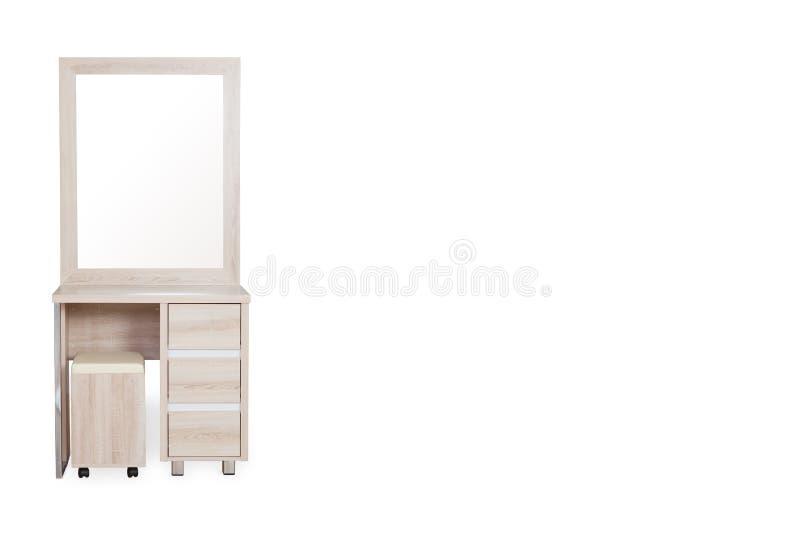 与在白色背景隔绝的椅子的木梳妆台 库存照片