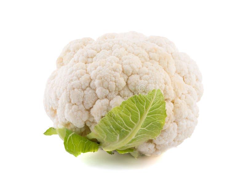 与在白色背景隔绝的绿色叶子的一个花椰菜 农业新鲜市场产品蔬菜 库存照片