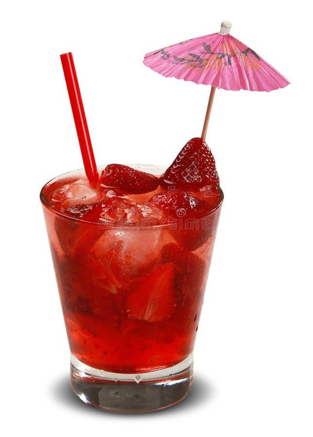 与在白色背景隔绝的冰的新草莓饮料 库存照片
