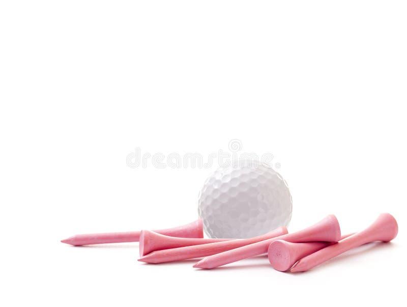 与在白色背景隔绝的桃红色发球区域的高尔夫球 免版税库存照片