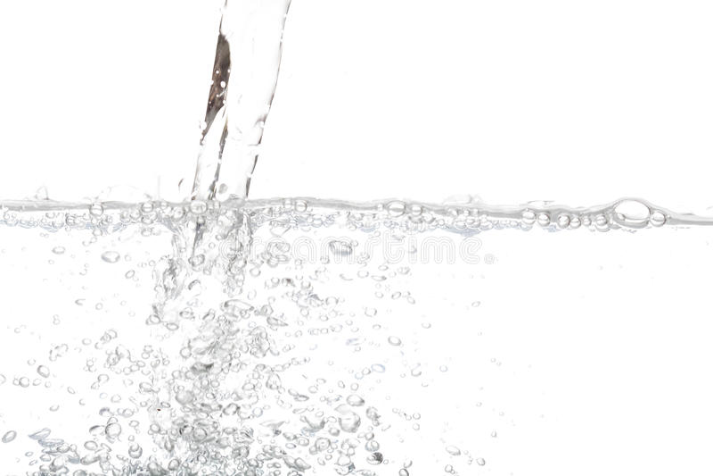 与在白色隔绝的泡影空气的倾吐的饮用水 免版税图库摄影