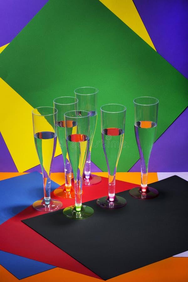 与在色的酒杯的静物画 库存照片