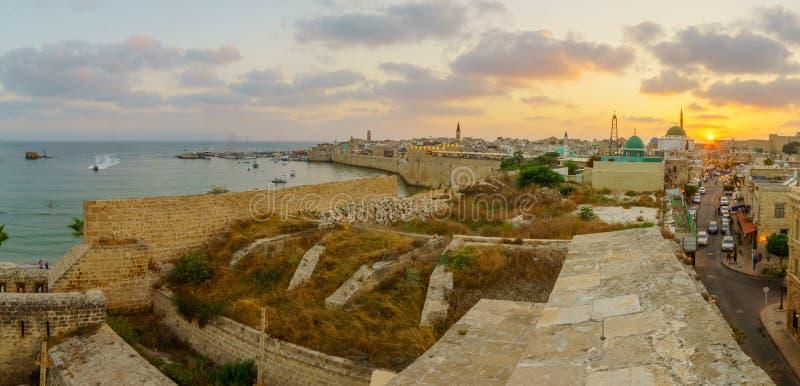 与地平线、墙壁和口岸,英亩的全景日落视图 库存图片