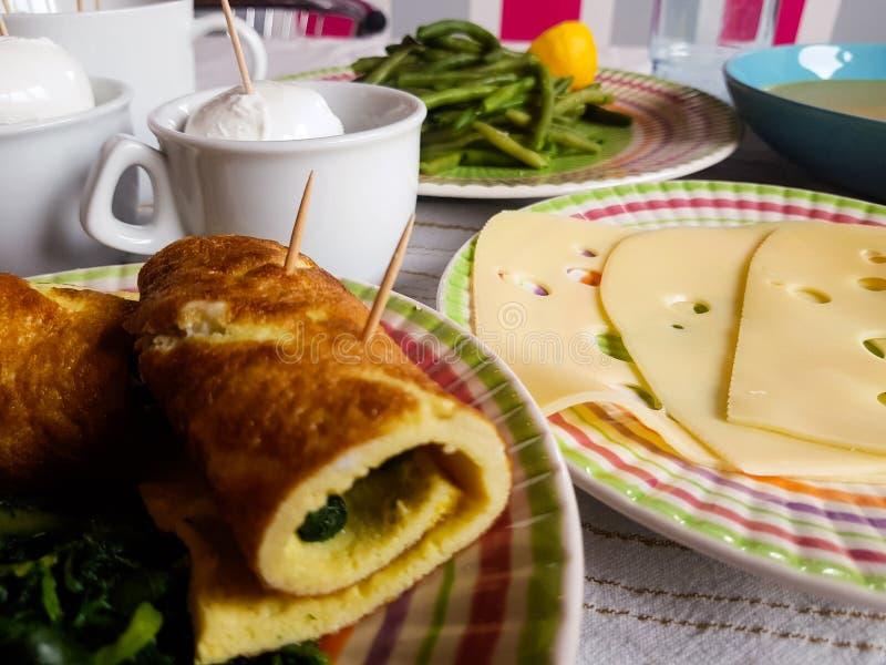 与地方产品的意大利素食午餐 库存照片