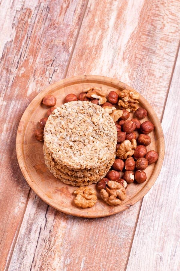 与坚果和椰树的自创麦甜饼 库存照片