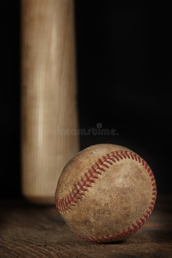与垂悬的棒的葡萄酒棒球 免版税库存图片