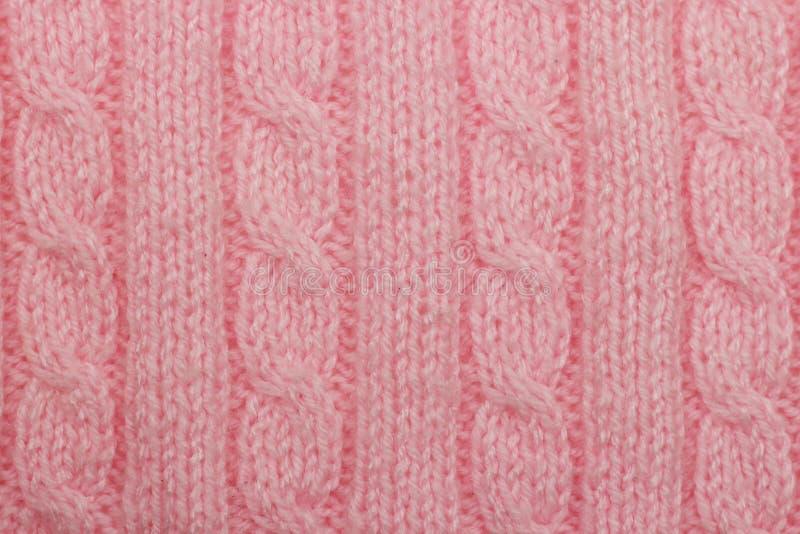 与垂直的专栏和辫子的桃红色被编织的背景 免版税图库摄影