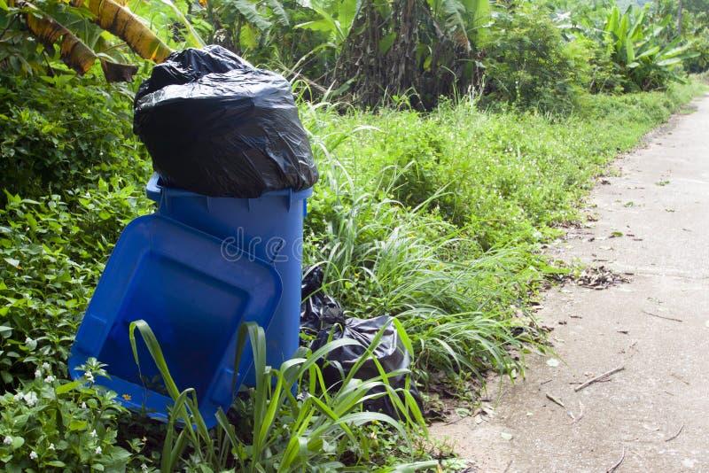 与垃圾的蓝色容器 图库摄影