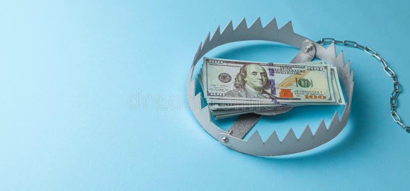 与堆的陷井金钱 投资的危险在事务的风险或欺骗 r 库存图片