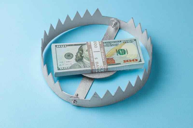 与堆的陷井金钱 投资的危险在事务的风险或欺骗 r 免版税库存图片