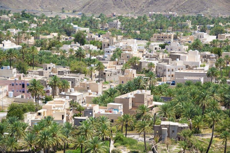 与堡垒Bahla的都市风景 免版税图库摄影