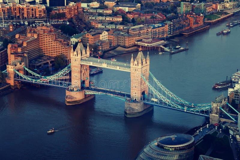 与塔桥梁的伦敦鸟瞰图 图库摄影