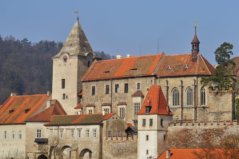 与塔的浪漫城堡 库存照片