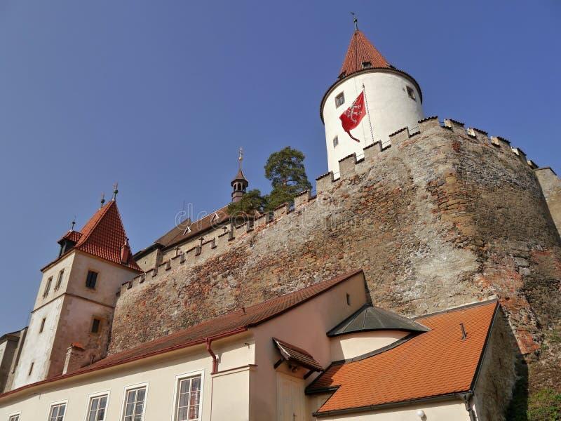 与塔的浪漫城堡 免版税库存照片
