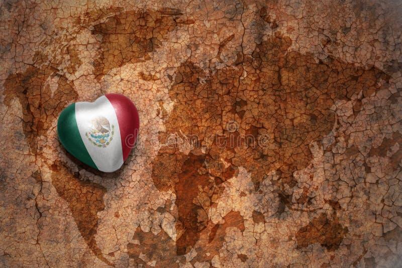 与墨西哥的国旗的心脏葡萄酒世界地图裂缝纸背景的 库存照片