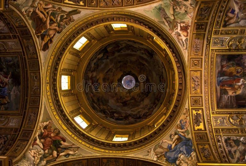 与壁画的CHURSH圆顶 免版税图库摄影