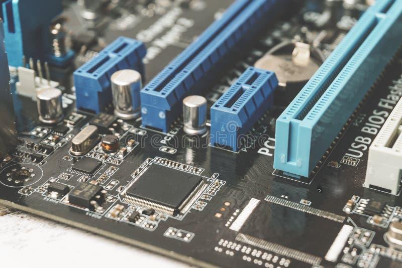 与处理器的电子线路板和微集成电路关闭  免版税库存图片