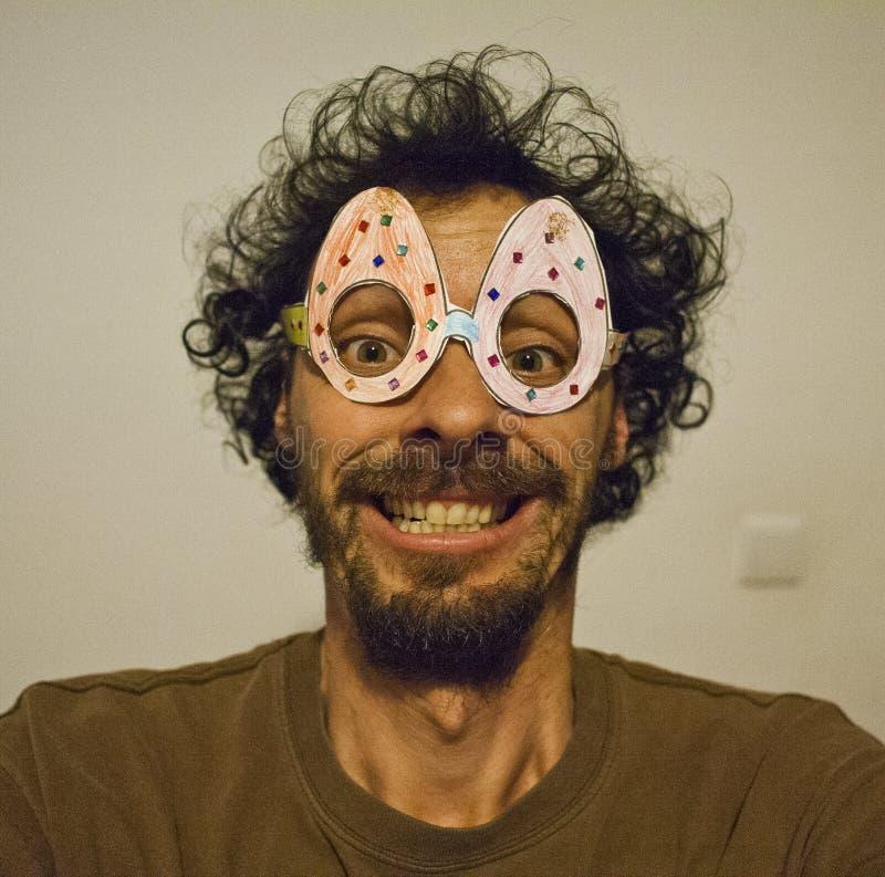 与复活节玻璃的滑稽的selfie 库存图片