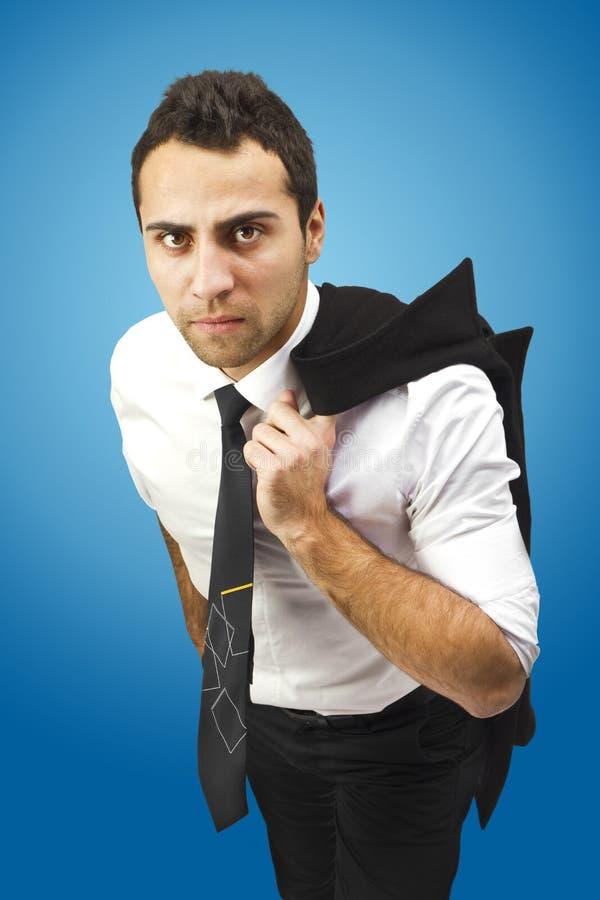 与外套的严重的生意人在肩膀 图库摄影