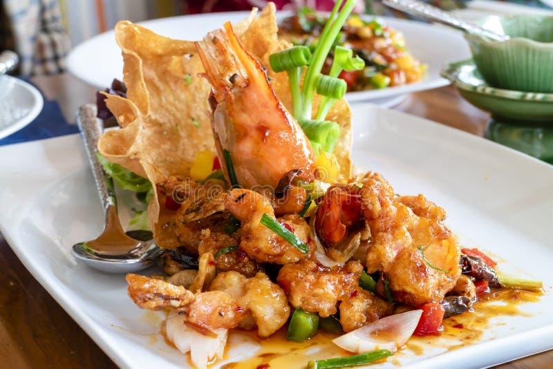与多口味味道的被油炸的shimp -泰国希拉勒食物 免版税库存图片