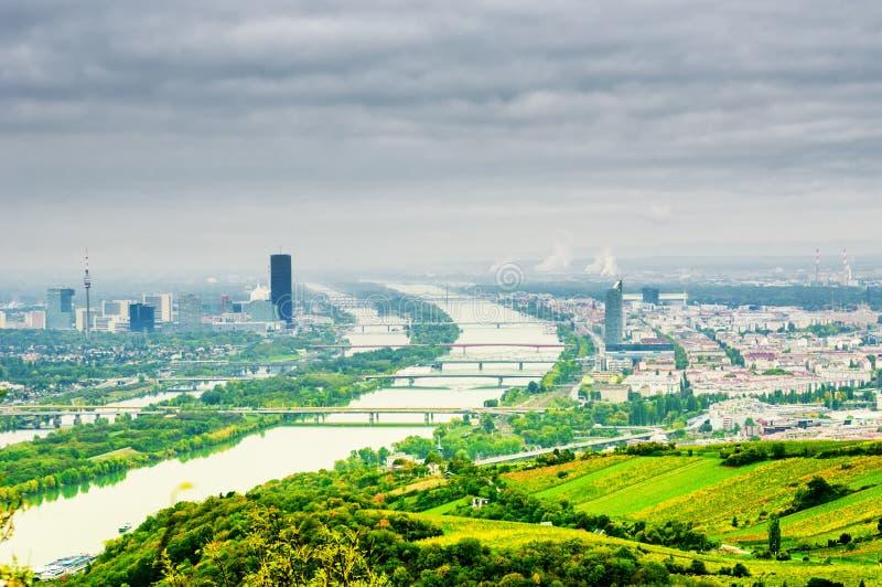 Download 与多瑙河的维也纳风景 库存照片. 图片 包括有 天空, 都市风景, 旅行, 地平线, 展望期, 室外, 视图 - 62539778