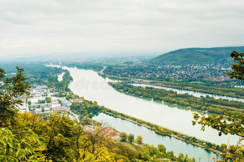 Download 与多瑙河的维也纳风景 库存照片. 图片 包括有 旅游业, 奥地利, 室外, 布琼布拉, 旅行, 欧洲, 本质 - 62539802