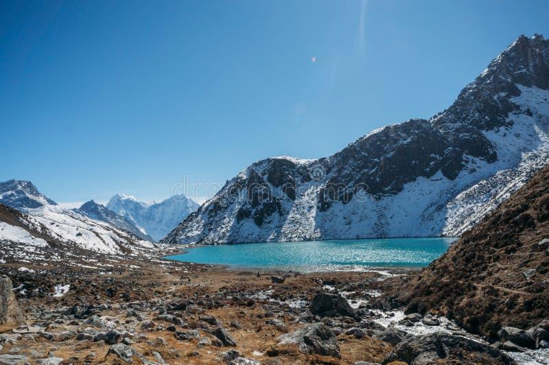 与多雪的山和湖,尼泊尔, Sagarmatha的美好的风景风景, 图库摄影