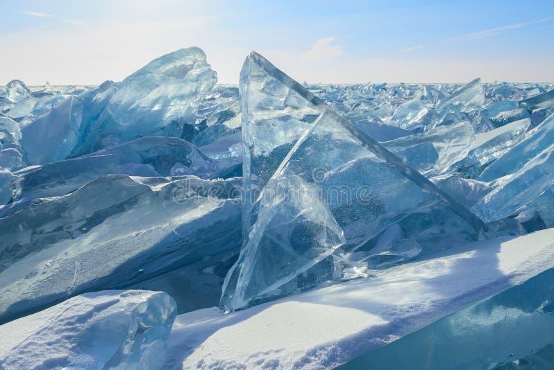 与大图块的蓝色冰原 免版税库存照片