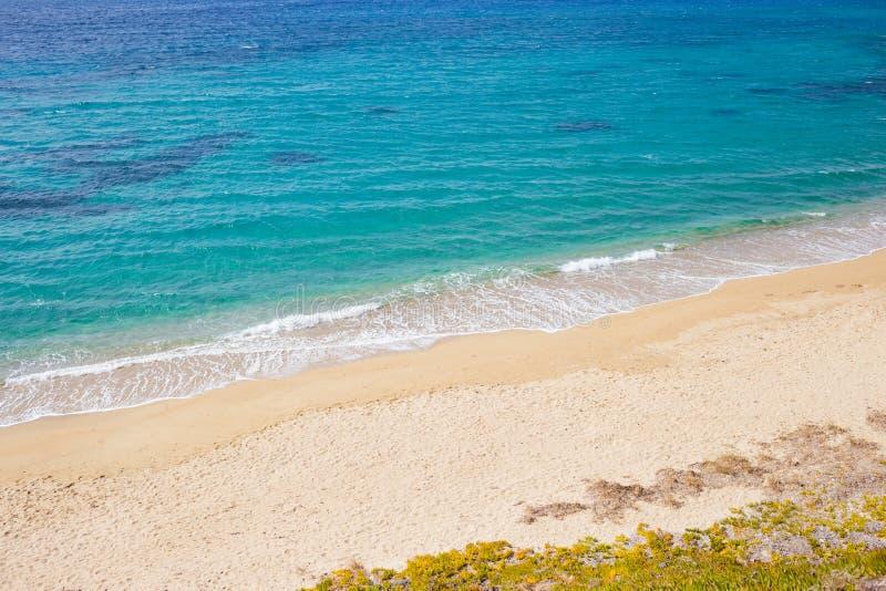 与大海的空的海滩 库存照片