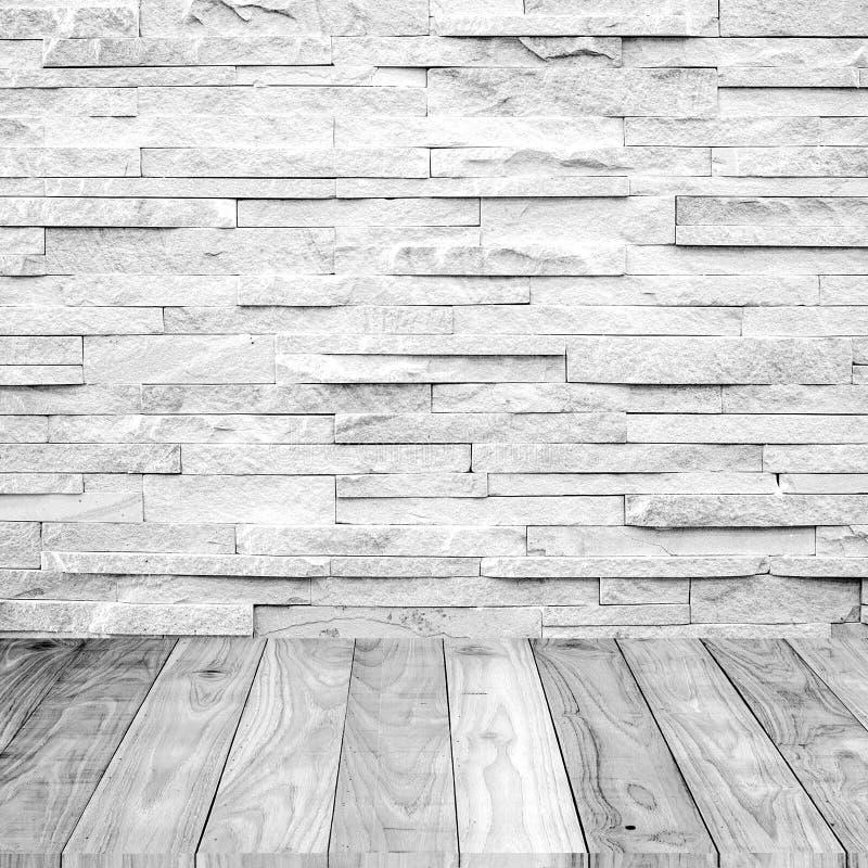 与大理石石墙的白色木地板 免版税库存图片