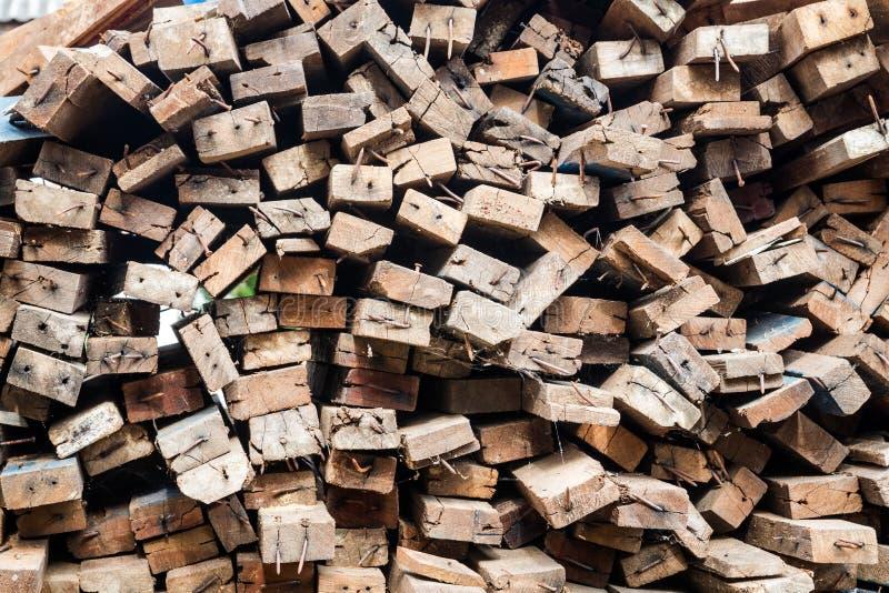与大头钉的木头 免版税库存图片
