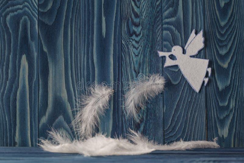 与天使的圣诞快乐卡片 免版税库存图片