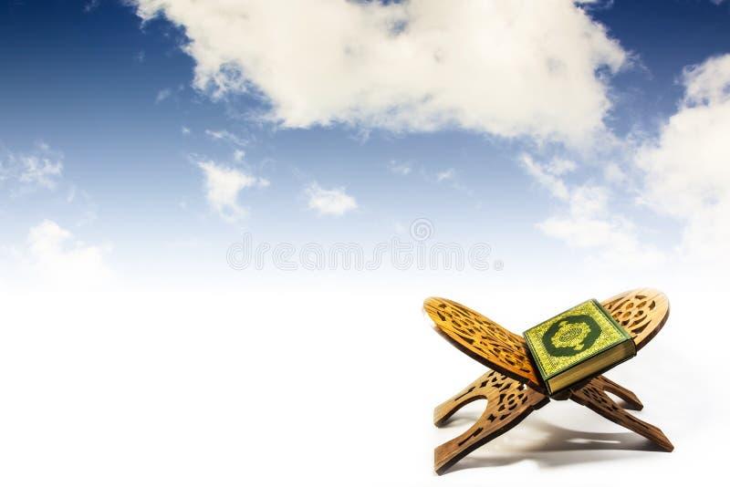与天空的古兰经 库存照片