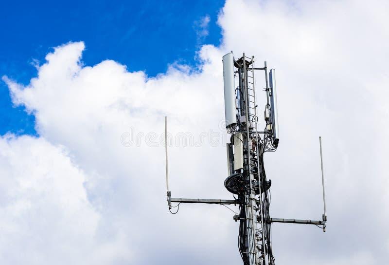 与天线的电信塔,特写镜头 库存照片
