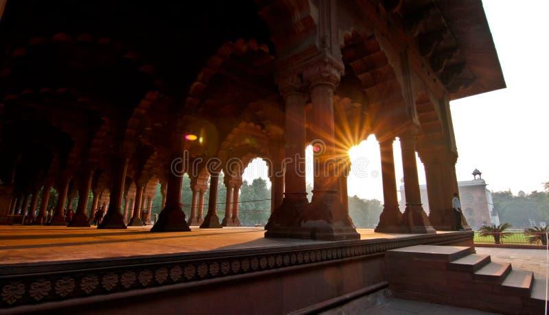 与太阳火光的德里红堡interieur 免版税图库摄影