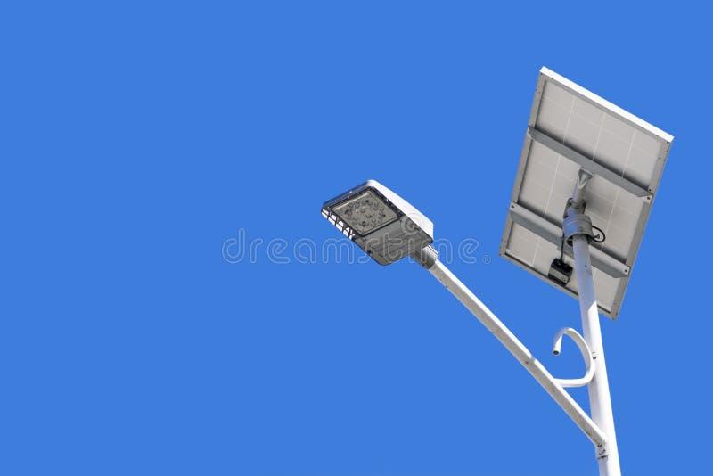 与太阳电池板的电子灯柱 图库摄影