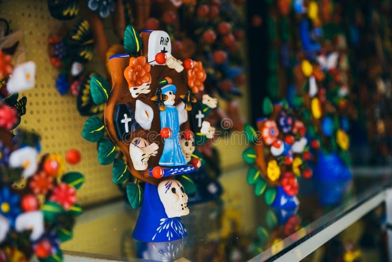 与头骨的墨西哥装饰品为死亡的天 图库摄影