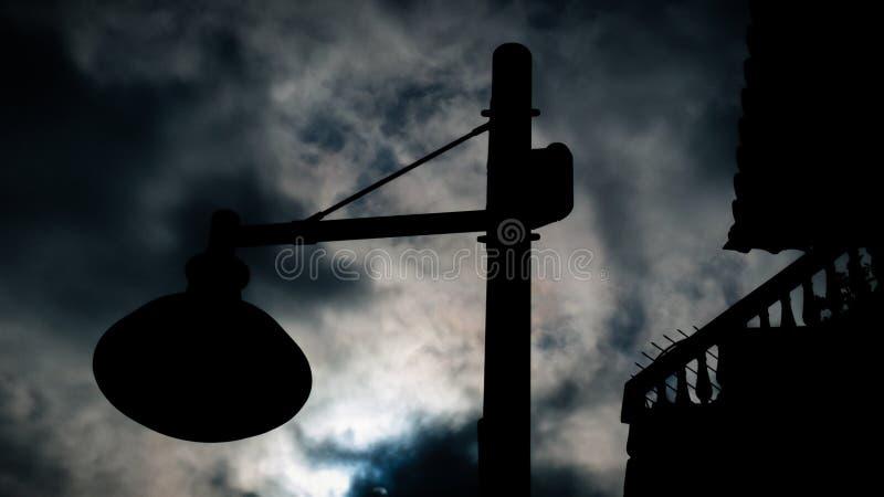 与奇怪的天空的陌生人光 免版税库存图片