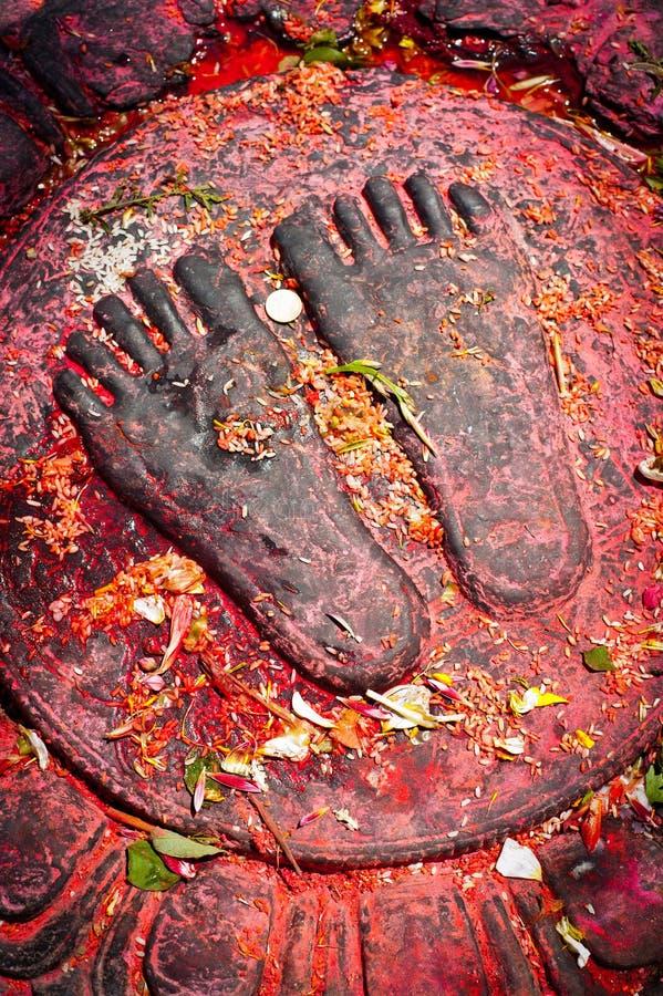 与奉献物的菩萨脚。尼泊尔 库存照片