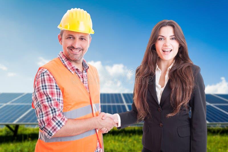 与女商人和工程师的合作概念 免版税库存图片