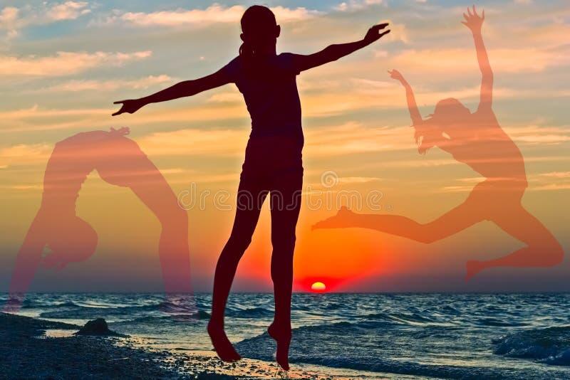 与女孩的剪影的拼贴画日落背景的 免版税图库摄影