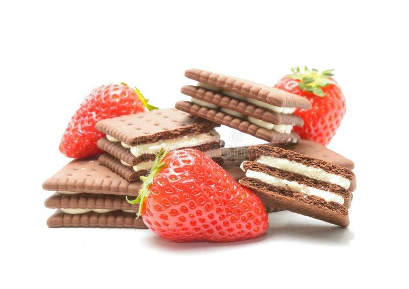 与奶油和草莓的可口饼干 库存照片