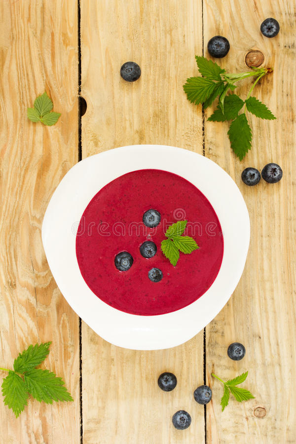 与奶油的蓝莓汤 库存照片