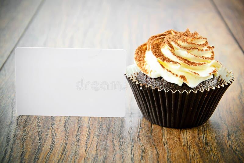 Download 与奶油,在伍迪的杯形蛋糕的蛋糕 库存图片. 图片 包括有 颜色, 剪切, 食物, 巧克力, 有阳台, 背包 - 62528883