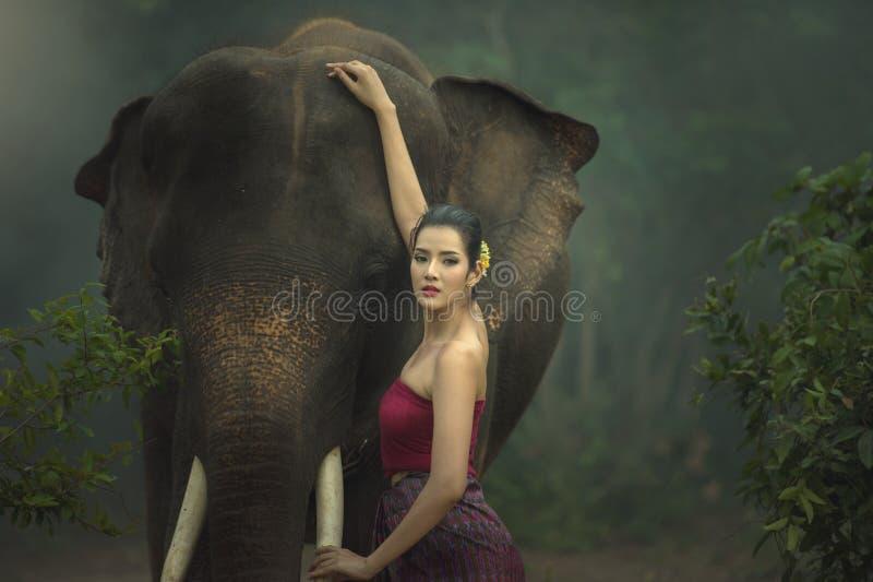 与妇女的大象 库存照片