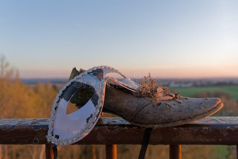 与妇女的鞋子的眼罩 图库摄影